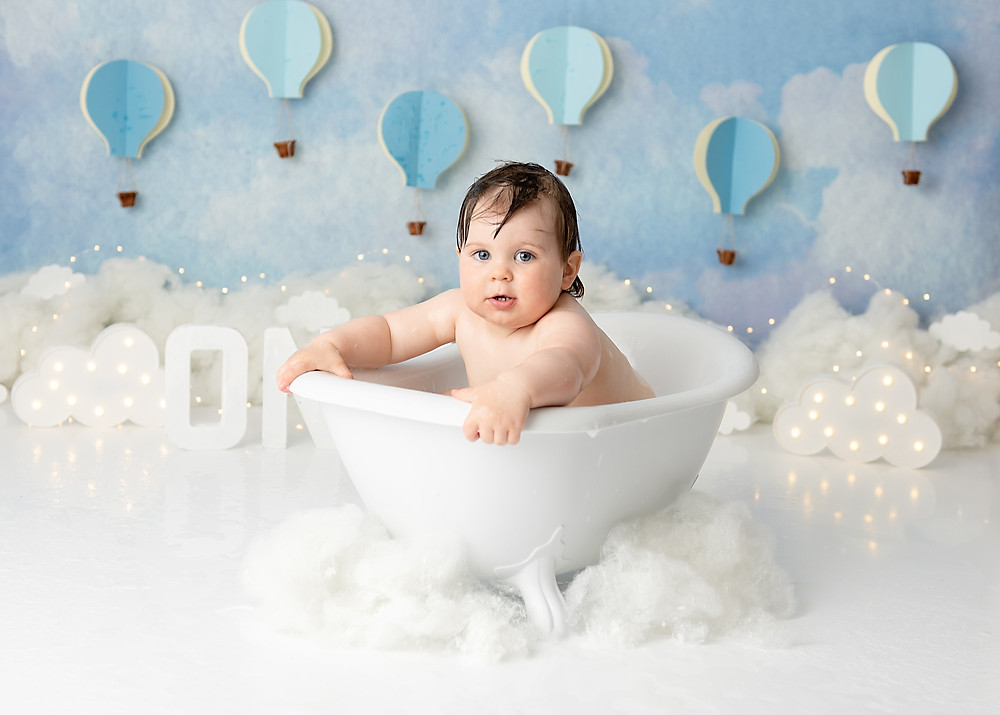 Cake Smash and Splash Photography in Wiltshire