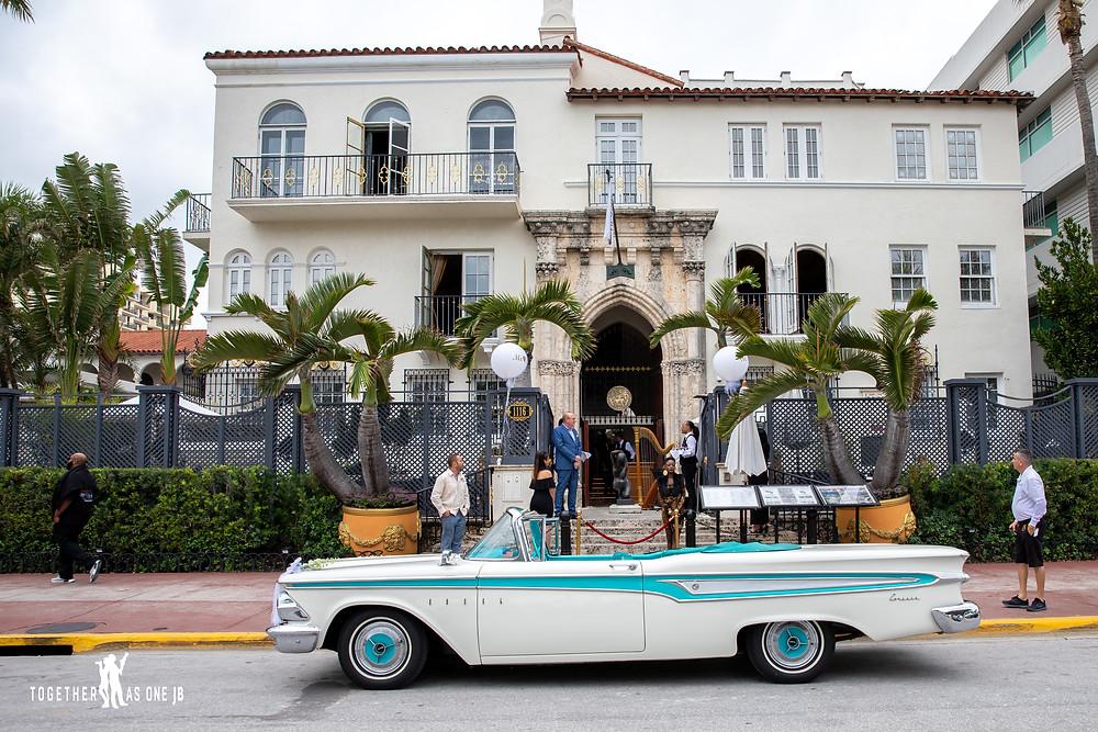 Cuban car waiting for wedding couple in front of Villa Casa Cauarina