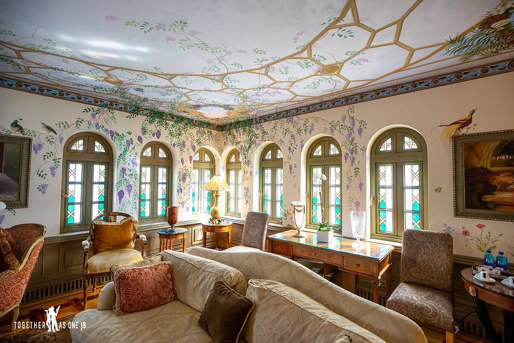 Beautiful guest room at one of Miami wedding venues at the Villa Casa Casuarina