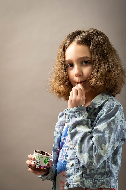 Cincinnati portrait photographer captures girl eating ice cream.