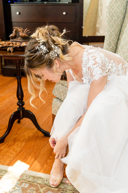 Cincinnatti wedding photographer captures image of bride fixing up her heels.