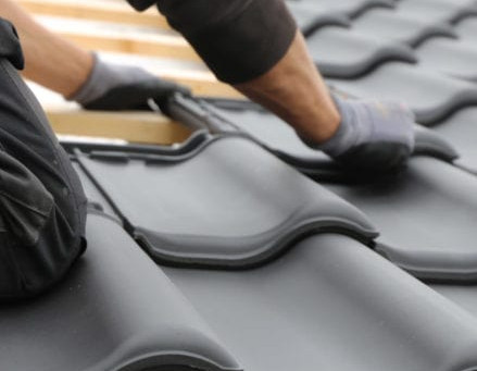 When to Replace a Roof vs When to Repair It