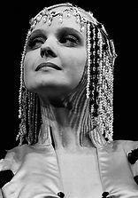 """Елена Сотникова в спектакле """"Лев зимой"""", 1998"""