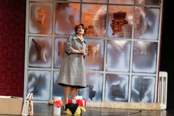 Ольга Тумайкина. Фотография спектакля «Босиком по парку»