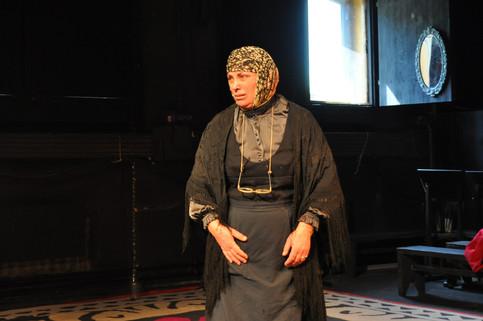 Ольга Остроумова в спектакле «Я, бабушка, Илико и Илларион»
