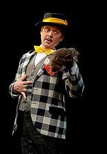 """Андрей Зарецкий. Фотография спектакля""""За двумя зайцами"""""""