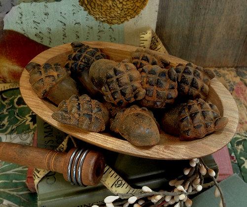 Acorn Cinnamon Scented Blackened Beeswax Bowl Fillers & Tarts