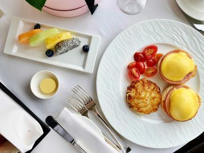 Breakfast at Four Seasons Hotel Hong Kong