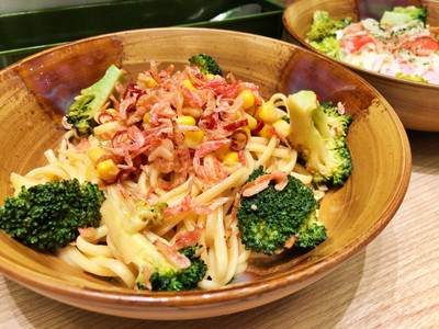 Japanese spaghetti with broccoli and dried shrimps