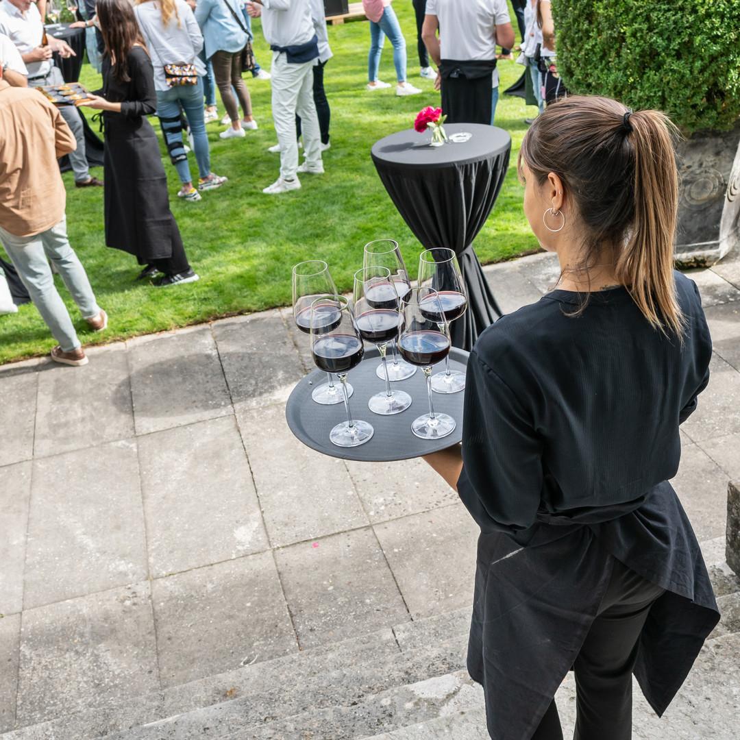 Dreierlei Wein Service in Action.JPG