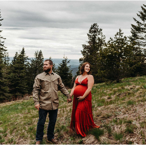 Mountain Maternity Session | Savannah & Jon | Mt Spokane