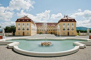 Schloss_Hof_Neptunbrunnen.jpg