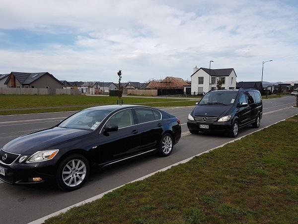 Lexus & Mercedes 2 600 x 450 pix