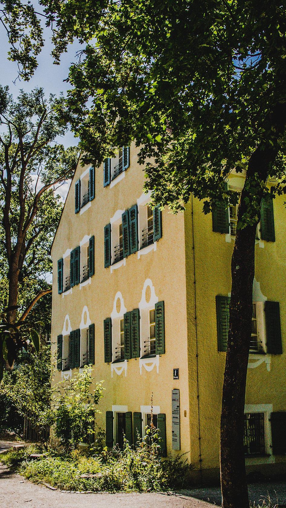 Albertstr. 1 Regensburg first base