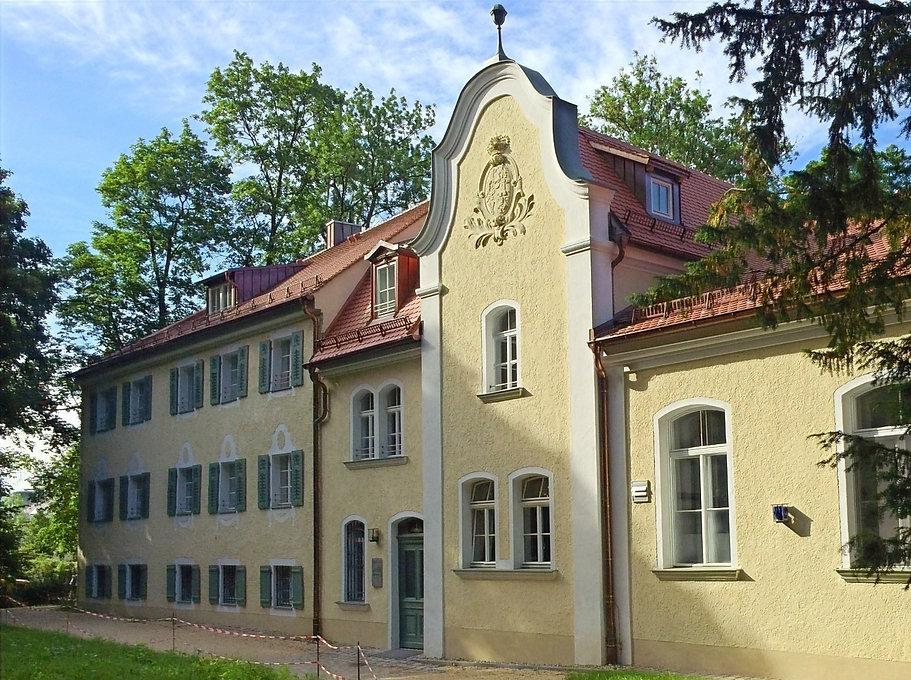 first base Albertstraße 1 Regensburg