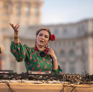 Nicoleta Carpineanu - DJ, performer, producent, oprichter Forests Without Frontiers