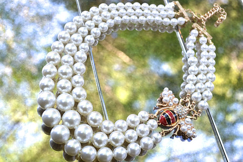 Bee with the Pearls Necklace