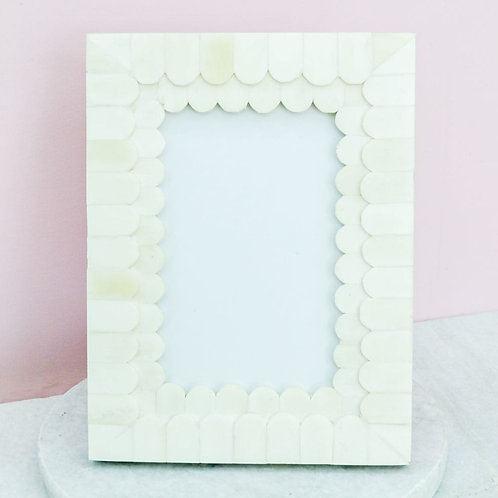Pearl Scalloped 6 x 8 Frame