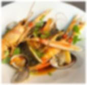 Zeebaars langoustine garnalen kokkels bouillabaisse
