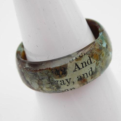 Ring mit Birkenrinde und Schrift