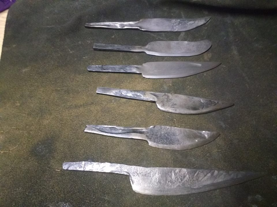 6 knives by a group of 6