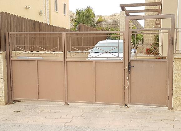 שער לחנייה ושער כניסה לחצר - משומשים מפירוק