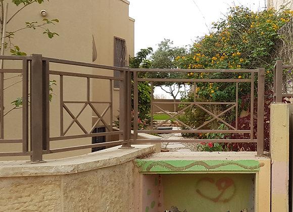 גדר משומשת לחצר