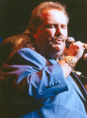 Tommy Mara Singing Blue mr.jpg