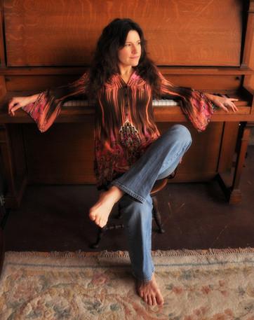 Suzanne barefoot piano.jpg