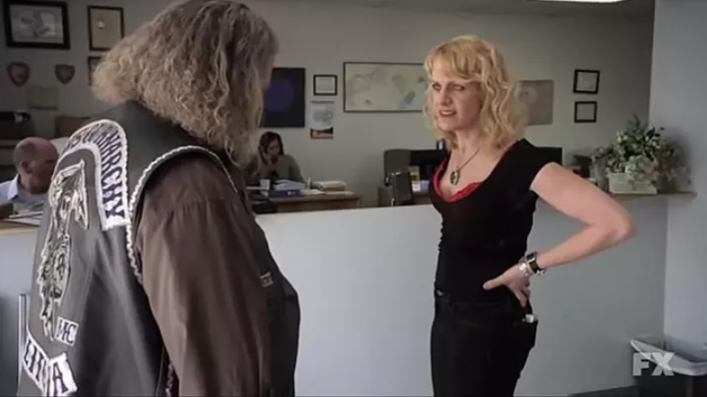 Eileen Grubba and Mark Boone Junior in Sons of Anarchy - FX