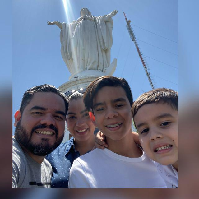 Sr. Gabriel Martínez & Familia