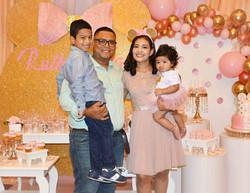 Sra. Rebeca Flores & Fam.