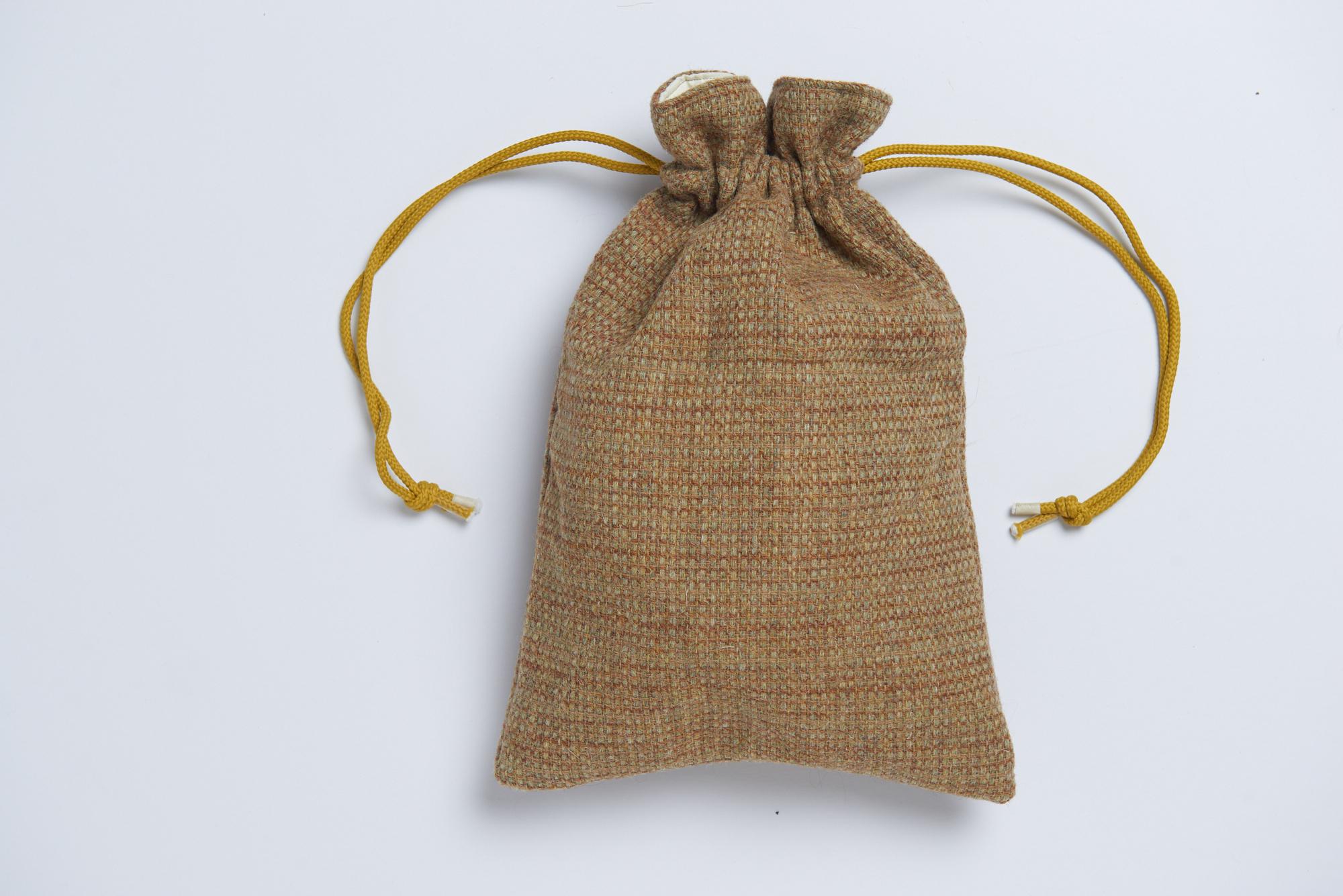 Snug0128Harris Tweed drawstring bag