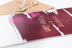 Uitnodiging burgundy red en goud