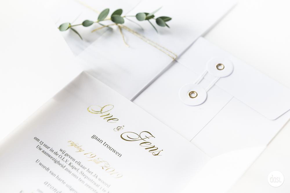 Huwelijksuitnodiging kalk met goud