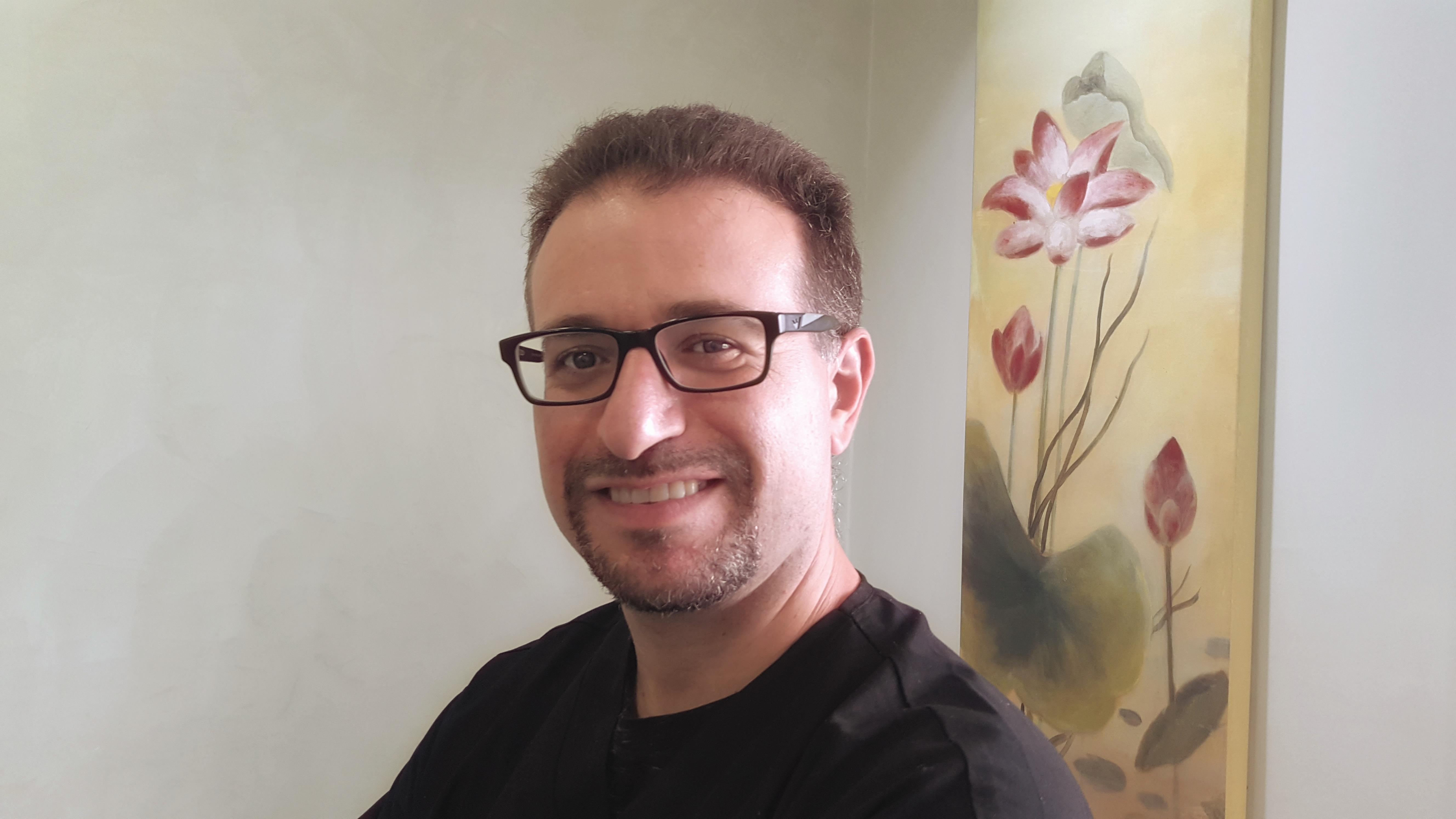 """ד""""ר גיא לוי - מומחה חניכיים"""