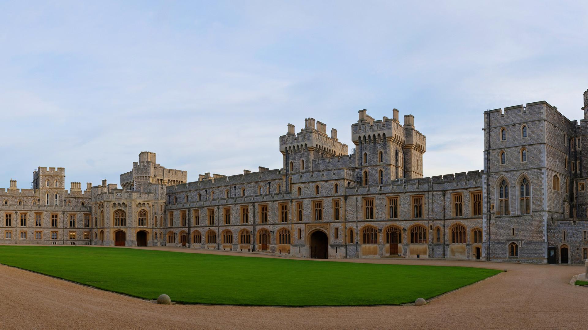 Windsor_Castle_Upper_Ward_Quadrangle_Cor