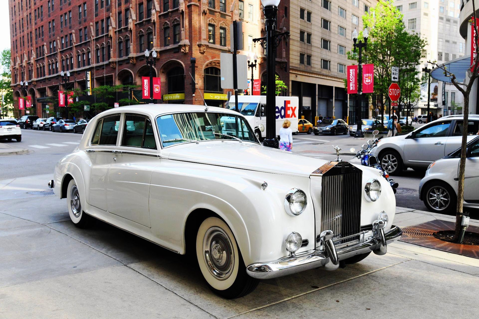 Vintage Rolls Royce - 007
