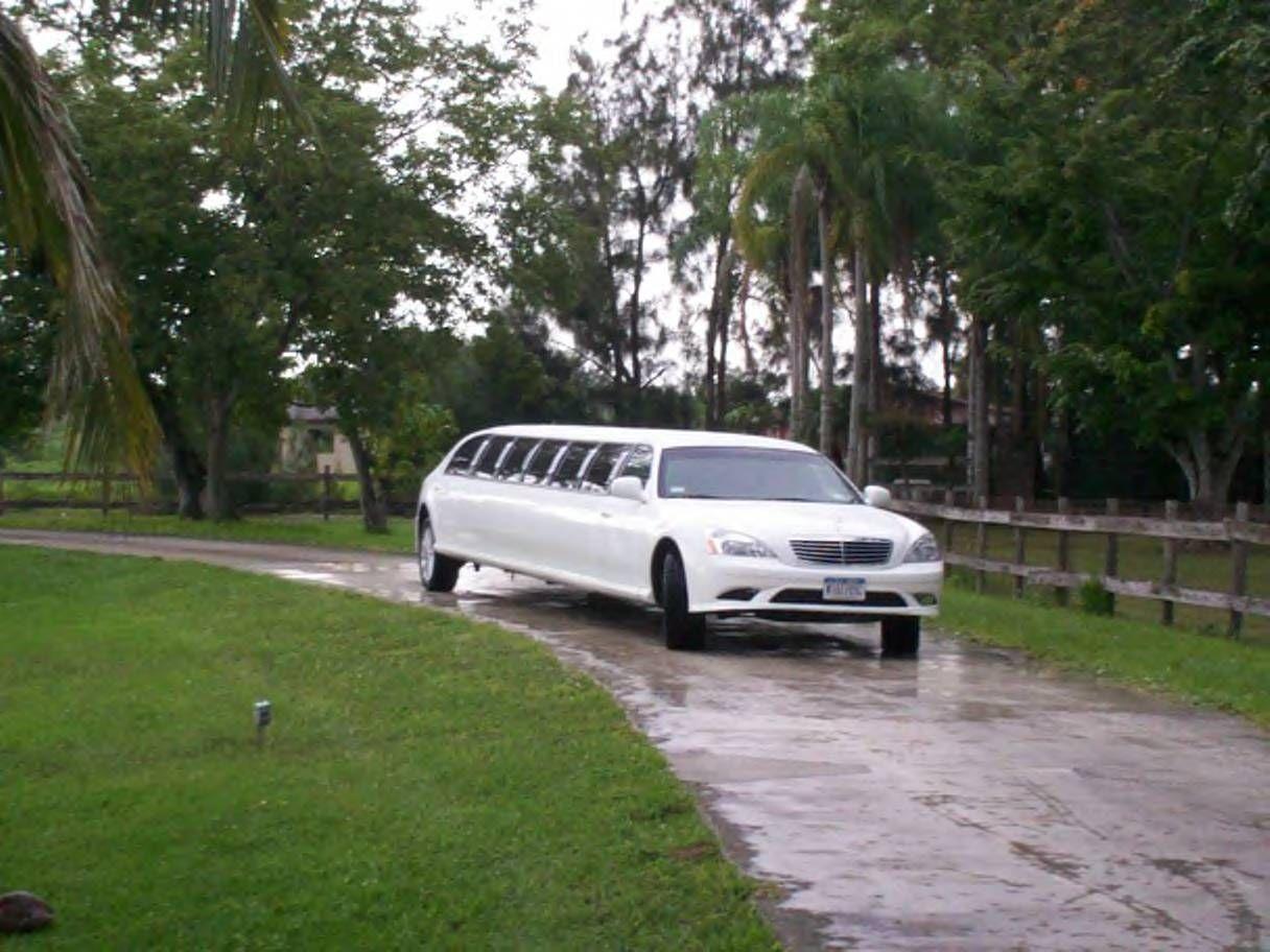 Prom Mercedes Benz Limousine