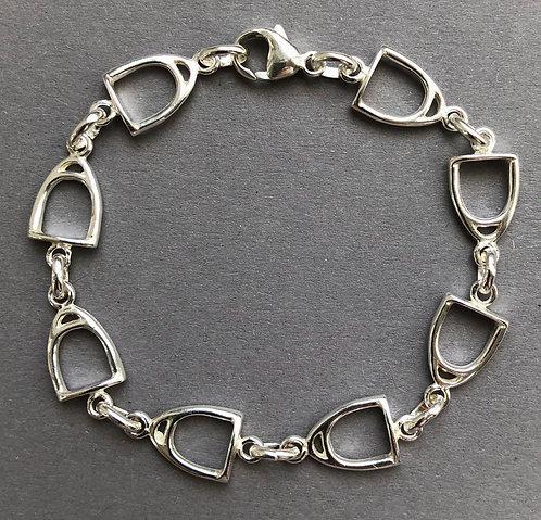 Armband mit Steigbügeln