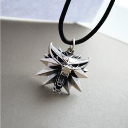 gemer jewelry worldofjewelcrafWolf1