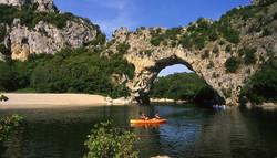 ardeche-gorges-nature-sport-kayak
