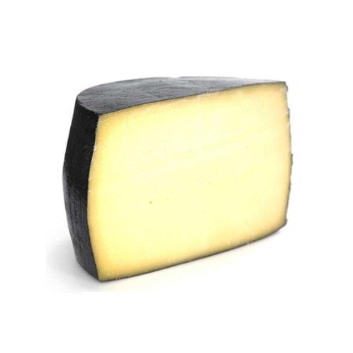 Сыр твердый  ПЕТРОПАВЛОВСК 32% 1кг.