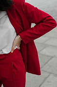 vrouw in het rood