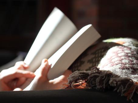 Pratiquer une langue chez soi – 10 choses incontournables à faire / Practicing a language at home –