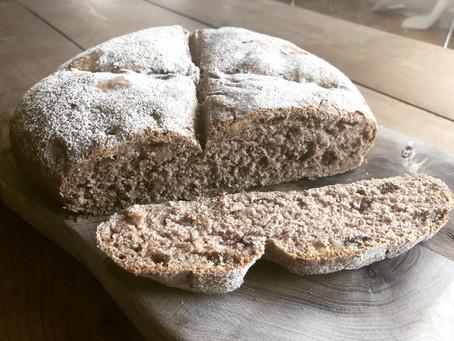 Pan de espelta con pasas y nueces