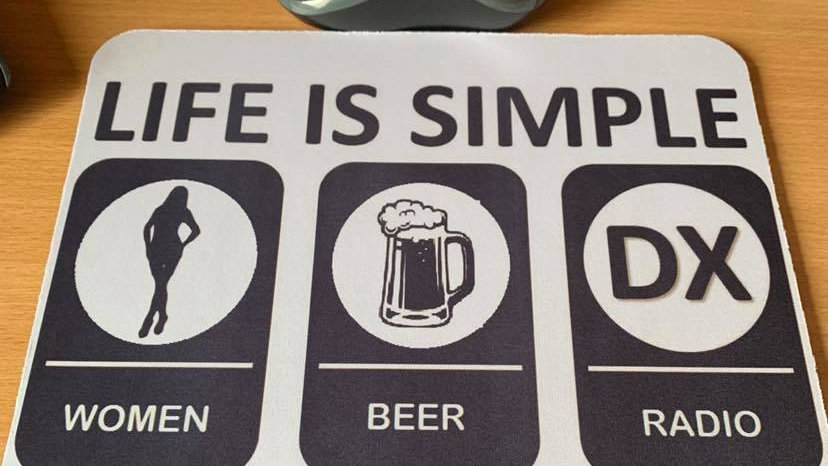 Life is simple women beer radio dx mouse mat