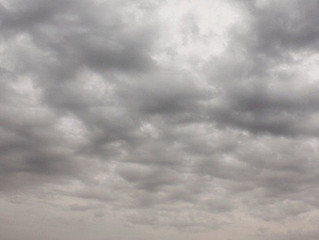 「思い悩む」のは梅雨のせいかも☔️