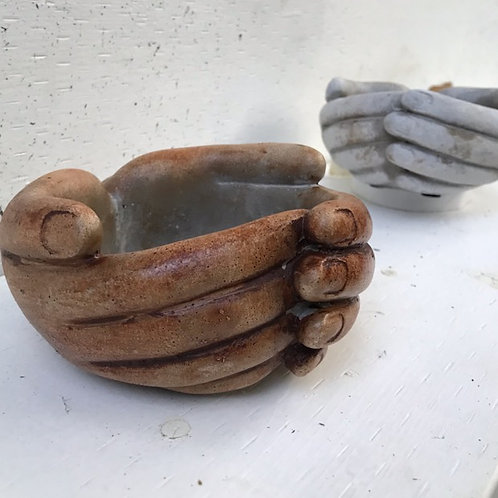 Cupped-hands Plant Pot (5x3)