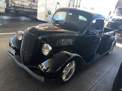 FORD TRUCK 1937